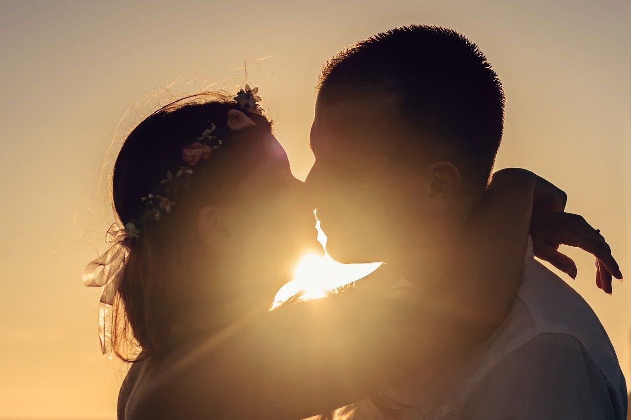 Faut-il Ou Pas L'embrasser Au Premier Rendez-vous ?